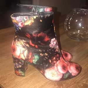 Dibs Like new floral bootie size 8 Holiday party
